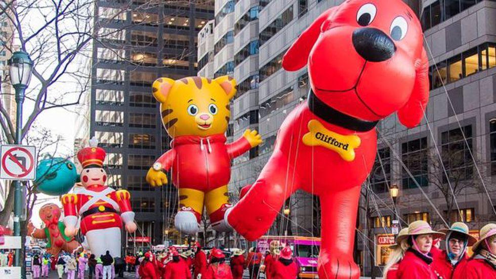 Se calcula que más de 50 millones de personas ven los desfiles por televisión.